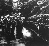A legendás finn tábornok, Mannerheim szemlét tart