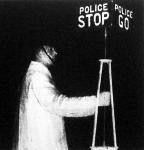 A gyakori elsötétítések alatt gyöngefényű, hordozható rendőri jelzőlámpákat kellett felállítani az angol vidéki városokban is.