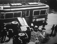 Krumpliszüret az aszfalton: egy teherautó és egy 69-es jelzésű villamos összeütközött a Rákóczi-úton.