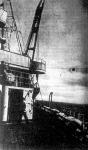 A kisérőhajó a torpedó-utánpótlással