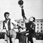 Sárosi és Tóth harca a labdáért