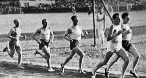 Az 5000 m mezőnye Németh, Szabó, Iglói (a győztes), Csaplár, Esztergomi
