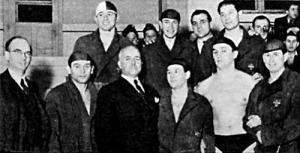 A BSE csapata - elöl dr. Szűcs szakosztályi elnök, Brandy, vitéz Becske egyesületi elnök, Lemhényi, Hazai, Sárosi; hátul Mezei, Laki, Földes