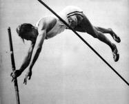 Zsuffka Viktor átrepül a 410 cm felett