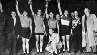 A boldog olaszok - Musocchi, Biondi, Marini, Nervi, Verri csapatkapitány, Tóth Bertalan dr., az MKSz társelnöke
