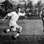 Régi ellenfelek újra egymás ellen - Turay (jobbra) és Sárosi dr., aki 6 gólt lőtt