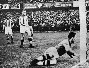 A Ferencváros második gólja, Kalocsay rossz beadása után kerül a hálóba a labda
