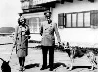 Hitler és Eva Brun a Führer kedvenc tartózkodási helyén,  Berghofban