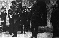 Az esőköpenyben látható dr. Ante Pavelics horvát poglavnik (államvezető) Hitler után felkereste Ribbentrop külügyminisztert is