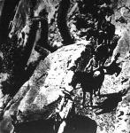 A Halálvölgy egyik titka. A meredek sziklafalba vásott ösvény, amelyet nem emberi kéz, hanem a természet szeszélye alkotott.