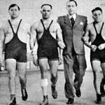 Az 1942. évi súlyemelőbajnokok - Sós, Hunyadi, dr. Szentgáli elnök, Buzonyi, Ambrózy, Tégla