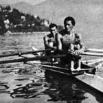 Sándor és Zimonyi a győzelmi díjjal a luganói tavon