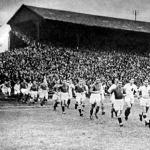 Érkeznek a csapatok - a svájciak piros ingben, a magyarok ezúttal tiszta fehérben játszottak