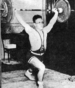 Ambrózy Jenő (MAC) 105 kilós szakítása új csúcseredmény a könnyűsúlyban