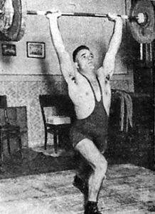 Buronyi László (WMTK) 138 kilós lökése új csúcseredmény a félnehézsúlyban