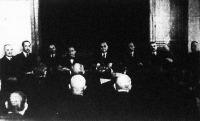 A Vasuti Segédtisztek Országos Egyesületének díszközgyűlése. Középen Szakolczay Géza elnök ül.