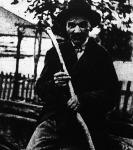 Botra faragott magyar történelem - Árpád fejedelemtől a Főméltóságú Kormányzó Úrig 101 történelmi személyiséget örökített meg a tehénpásztor.