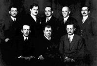 Dr. Molnár József  - az ülőrsorban jobbról az első (http://www.muzeumok.sote.hu/radiologia/)