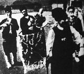 Bolgár házassági szokások: a zenekar két-három tagból áll, a dudásból és a furulyásból, a táncolók legtöbbször énekkel kísérik magukat.