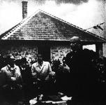 Húsz újonnan épült munkásházat adott át vitéz Bonczos Miklós belügyi államtitkár - mint a Nép- és Családvédelmi Alap vezetője - Balatonfüred határában.