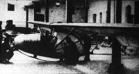 Az utolsó simításokat végzik a Vöcsök nevű vitorlázó repülőgépen.