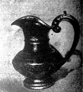 Ebből a régi ezüstkancsóból öntötték a keresztvizet Petrovics István mészárosnak és Hruz Máriának Sándor nevű fiára, aki 1823 január 1-én látta meg a napvilágot.