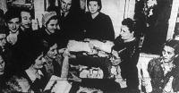 A Forrás Nyomdai Műintézet és Kiadóvállalat Rt. igazgatósága alkalmazottai részére karácsonyi ünnepséget szervezett; a szeretetcsomagok átadása.
