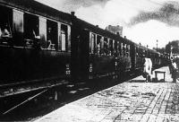 Sebesültszállító vonat érkezése a Déli-pályaudvaron