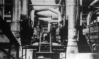 """A műrostgyártás kiinduló alapanyaga a """"viszkóze"""". (Farostokat, fahulladékot, gyapotmaradékokat fürdetnek végeláthatatlan, zárt gépezetekben)"""