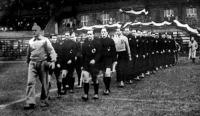 Felvonulnak a csapatok a svájci Horte vezetésével.jpg