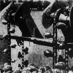 A nyugati államokban az ásó-kapa helyett modern burgonyavetőgép kapcsolódik be a tömegtermelés folyamatába.