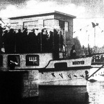Kormányzó Urunk ünnepélyesen felavatta a békésszentandrási duzzasztót és hajózózsilipet, melyet a hősi halált halt kormányzóhelyettesről, vitéz Horthy Istvánról neveztek el. (1942)