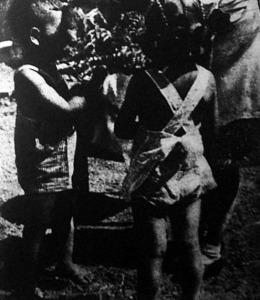 Városi gyerekek a falu védelmében