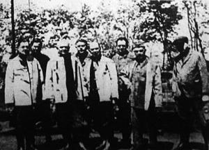 Vasváry Lajos államtitkár és kísérete bányászruhában ment le a komlói kőszénbányába a munkásság meglátogatására.