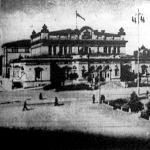A szófiai parlament épülete, oldalt II. Sándor cárnak, Bulgária felszabadítójának, lovasszobrával.