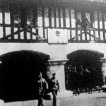 Ruenban ez az emlék jelzi azt a helyet, ahol az angolok 1431-ben Jeanne d'Arcot, az orleansi szűzret elégették.