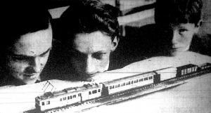 A berni vasútmodellkiállítás egyik legszebb darabja. Ilyen és ehhez hasonló villamos-hegyi-vonatokat akarnak Svájc területén forgalomba állítani.