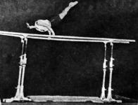Huberné Csillik Margit a sokszoros bajnoknő a korláton.jpg