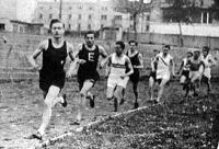 Az 1500 méteres síkfutás mezőnye - Fekete és Hortobágyi az élen, Gál a győztes még az üldözők között fut.jpg