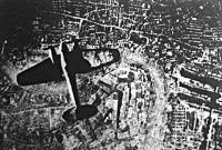 Német felderítő repülőgép London fölött az új fegyver bevetése előtt