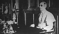 XII. Pius rádióbeszédet mond