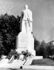 Gömbös Gyula szobra (www.szoborlap.hu).jpg