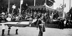 Az ifjúság felvonulása a versenytéren József főherczeg előtt