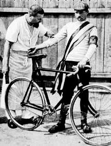 Vendéglős kerékpárossal