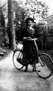 Kerékpáros az erdőben