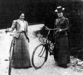 Két női kerékpáros