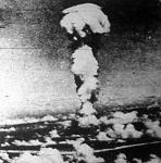 Fénykép a Bikini-szigeteknél ledobott atombomba hatásáról
