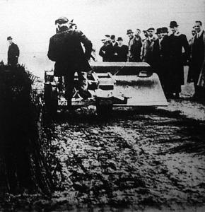 A háború és a mezőgazdaság már 1944-ben találkozott: Nancyban mutatták be a tankkaszálót.