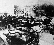 Barackos szekértábor a kecskeméti nagytemplom előtt