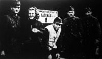 Dayka Margit - a Tábori Színház tagjaként - útban a keleti arcvonal felé (1943)